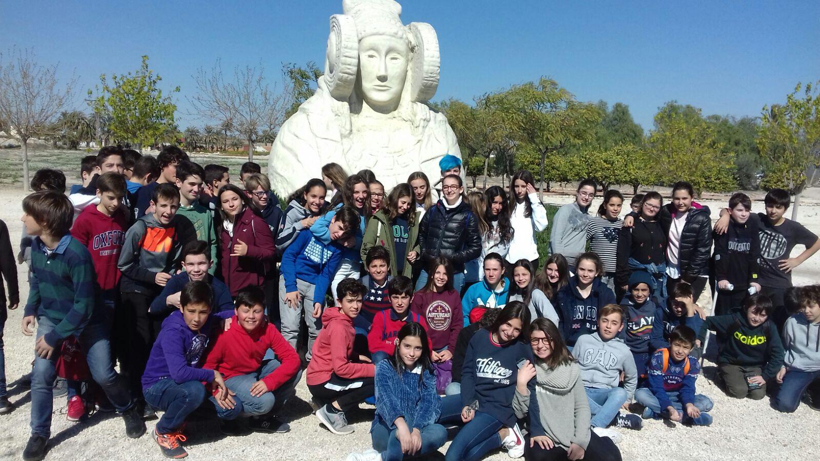 Alumnos de La Salle Alcoi  visitan el yacimiento arqueológico de Illici