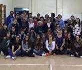Alumnes de Batxillerat de La Salle Alcoi realitzen una trobada intergeneracional amb les Aules per a Majors