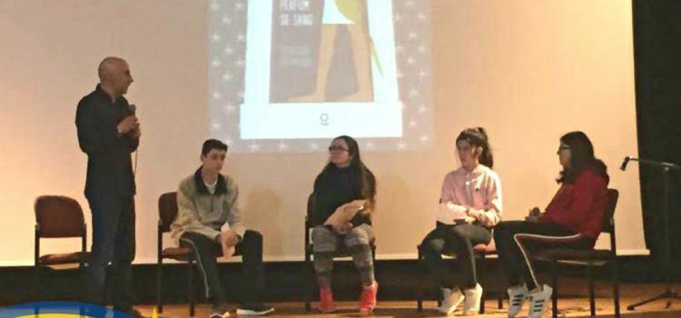 Alumnes de La Salle Alcoi amb l'autor Silvestre Vilaplana