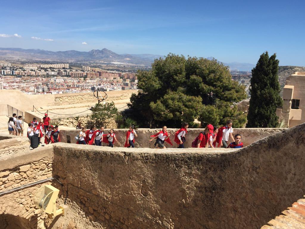 Alumnos de La Salle Alcoi visitan el Castillo de Santa Bárbara en Alicante