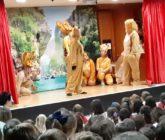 """Pares i mares voluntaris representen """"El Rei Lleó"""" en La Salle Alcoi"""
